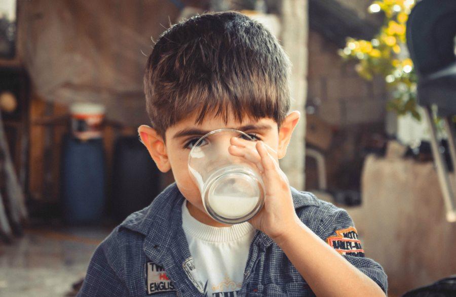 boy-child-drinking-1210005 (1)